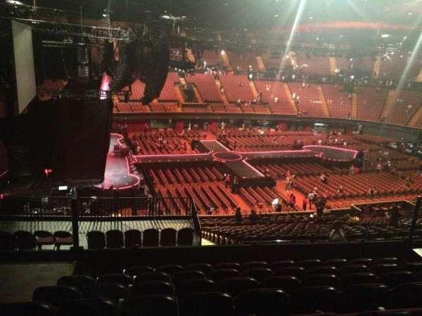 The Forum, sección: 225, fila: 8, asiento: 3