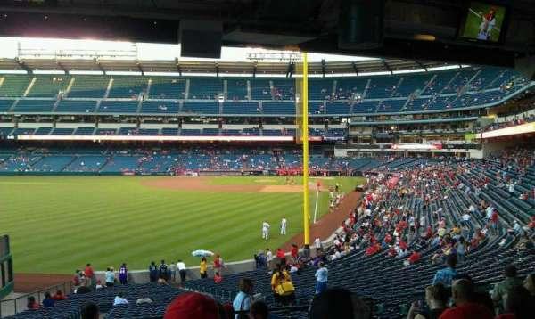 Angel Stadium, sección: T201, fila: J, asiento: 11,12