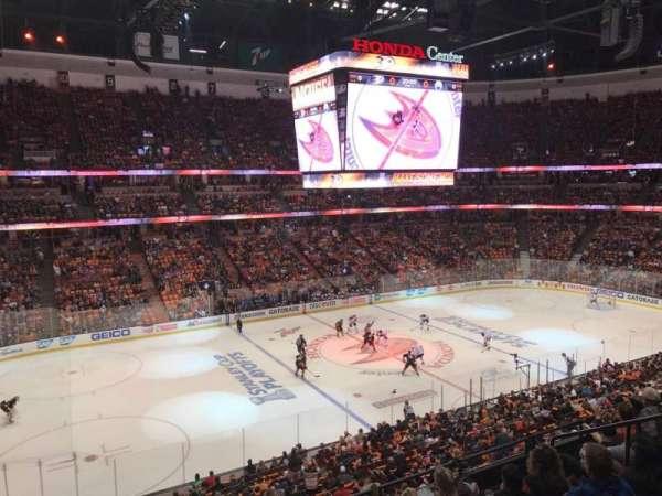 Honda Center, sección: 322, fila: 1, asiento: 2