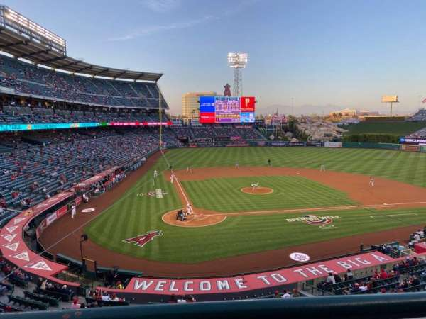 Angel Stadium, sección: C330, fila: A, asiento: 4