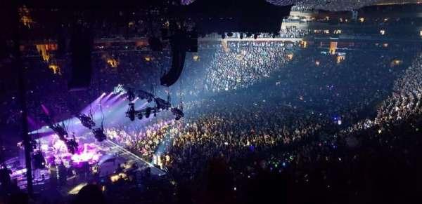 Madison Square Garden, sección: 221, fila: 6, asiento: 4