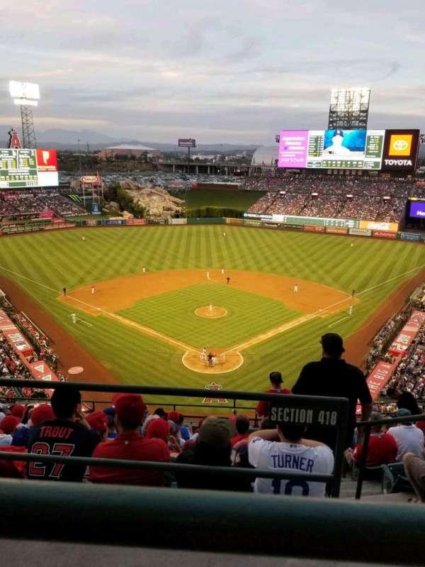 Angel Stadium, sección: V520, fila: A, asiento: 11