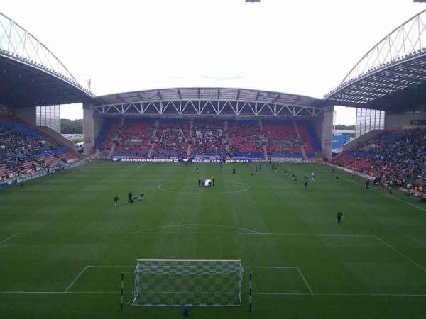 DW Stadium, sección: North Stand, fila: CC