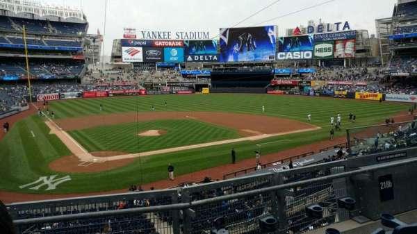 Yankee Stadium, sección: 218B, fila: 3, asiento: 6