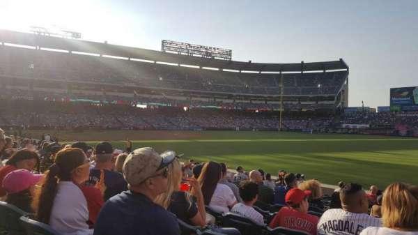Angel Stadium, sección: F131, fila: M, asiento: 14