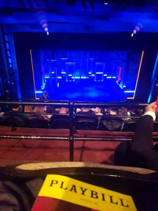 Studio 54, sección: rear mezz, fila: FF, asiento: 211