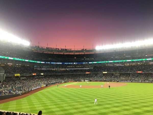 Yankee Stadium, sección: 203, fila: 13, asiento: 21