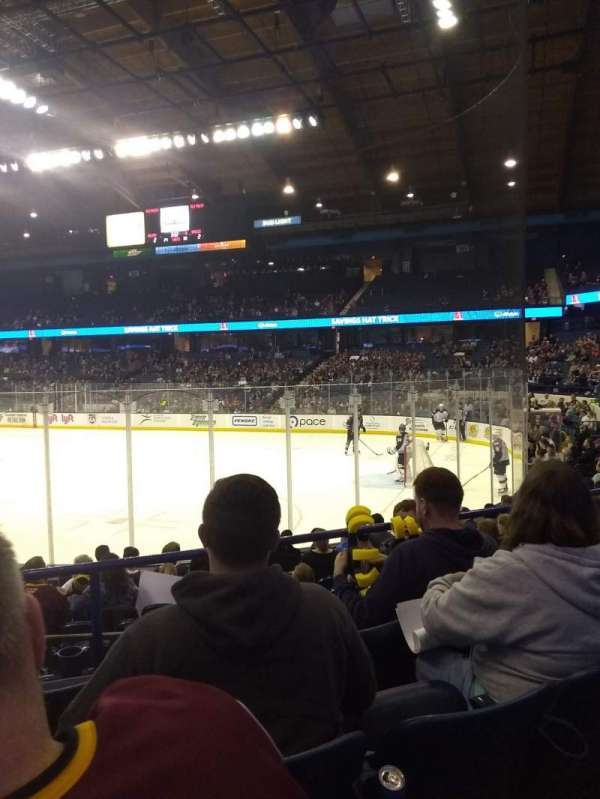 Allstate Arena, sección: 108, fila: G