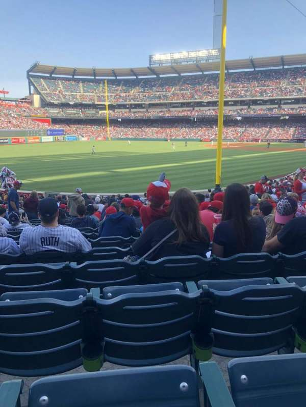 Angel Stadium, sección: F102, fila: X, asiento: 15