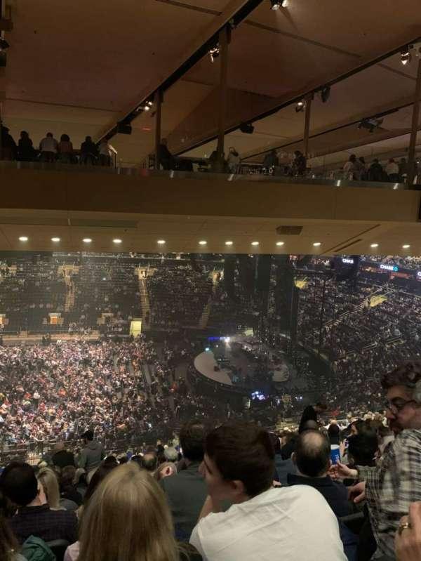 Madison Square Garden, sección: 212, fila: 19, asiento: 8