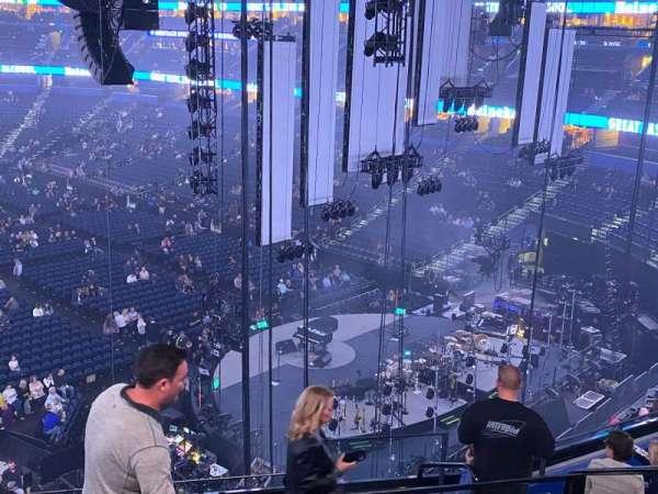 Amalie Arena, sección: Club 7, fila: H, asiento: 2