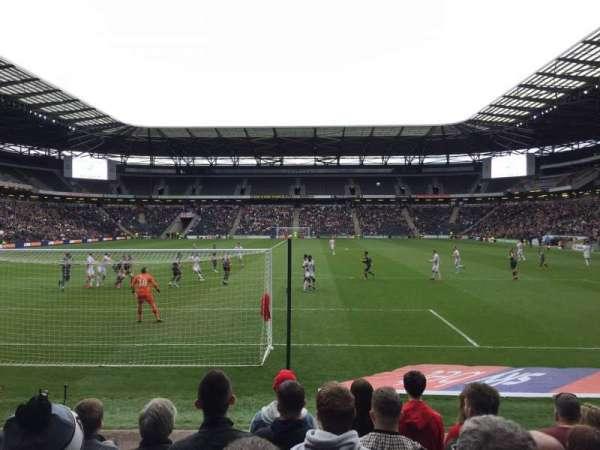 Stadium:mk, sección: 32, fila: H, asiento: 904