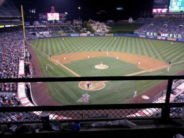 Angel Stadium, sección: V420, fila: B, asiento: 3