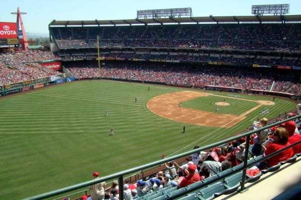 Angel Stadium, sección: V507, fila: A, asiento: 1