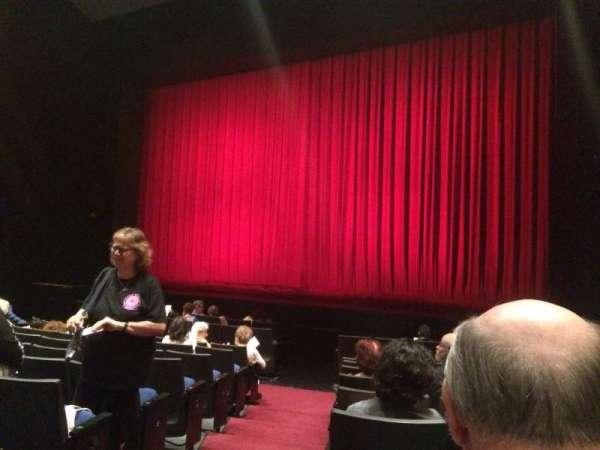 Gerald W. Lynch Theater, sección: Orch Right, fila: J, asiento: 2