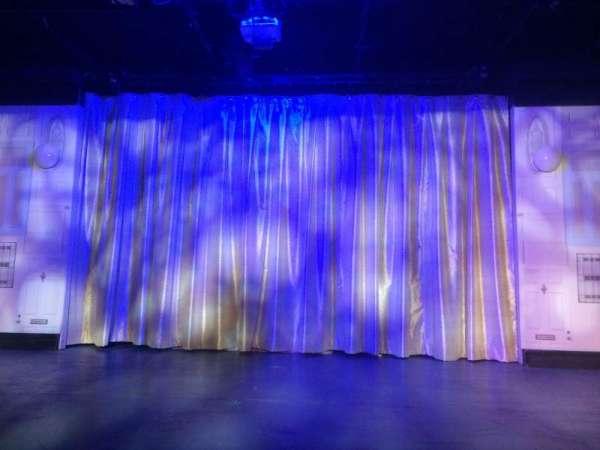 St. Luke's Theatre, sección: Orch, fila: A, asiento: 8
