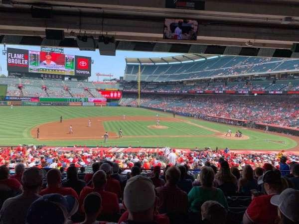 Angel Stadium, sección: T211, fila: J, asiento: 3