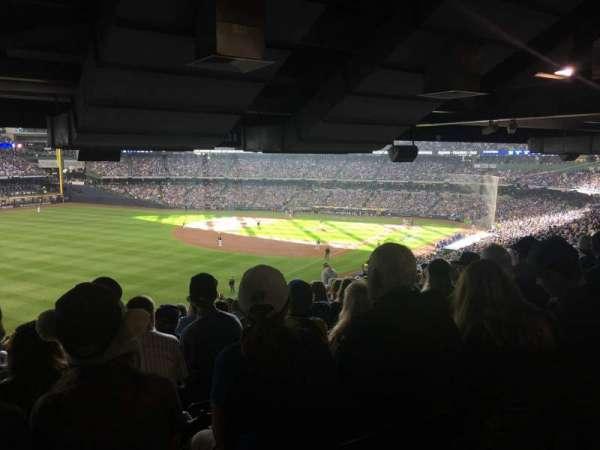 American Family Field, sección: 231, fila: SRO, asiento: SRO
