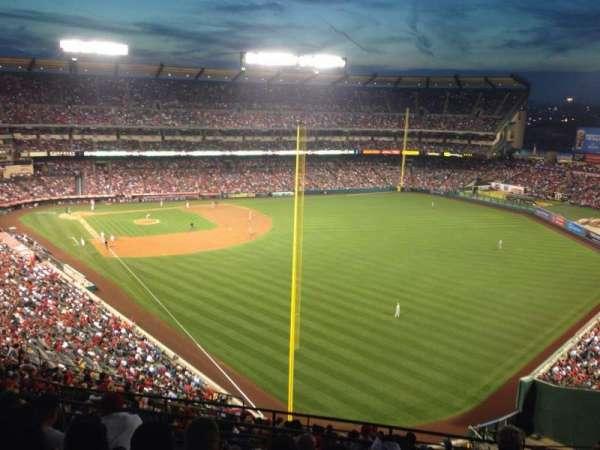 Angel Stadium, sección: V537, fila: G, asiento: 18