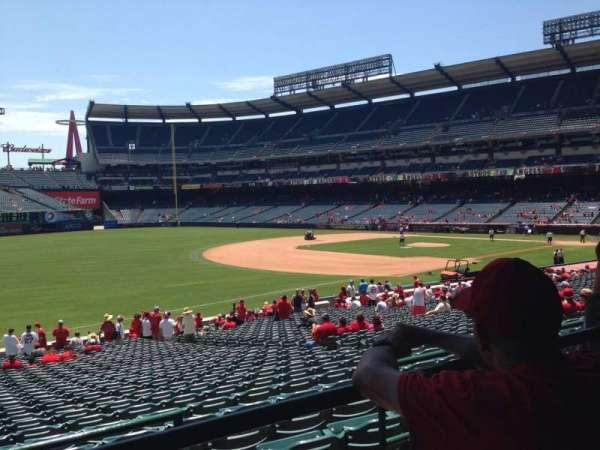 Angel Stadium, sección: T207, fila: B, asiento: 21