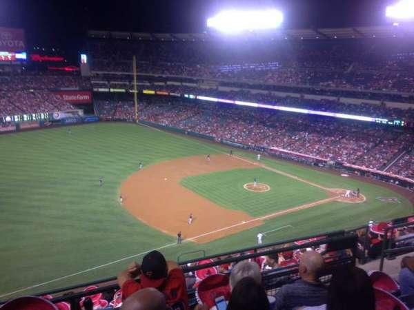 Angel Stadium, sección: V510, fila: D, asiento: 19