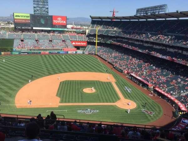 Angel Stadium, sección: V514, fila: D, asiento: 17