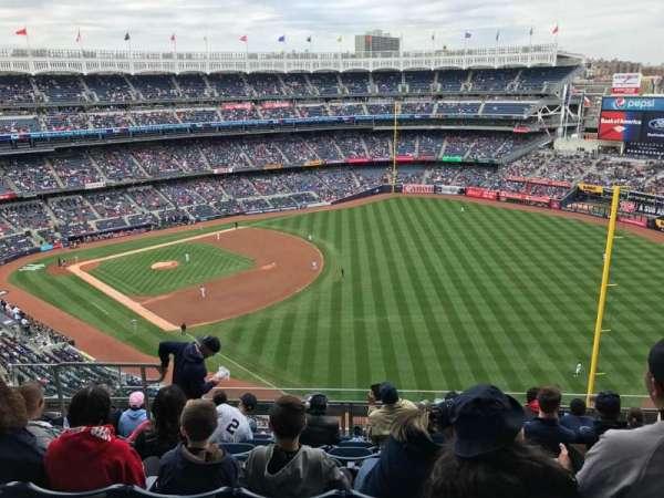 Yankee Stadium, sección: 409, fila: 8, asiento: 14