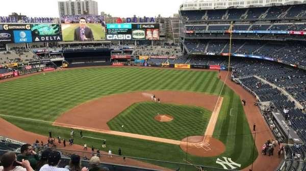 Yankee Stadium, sección: 322, fila: 6, asiento: 4