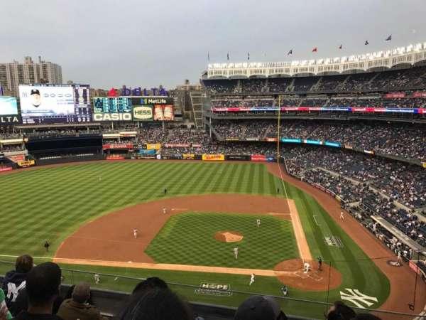 Yankee Stadium, sección: 323, fila: 5, asiento: 8