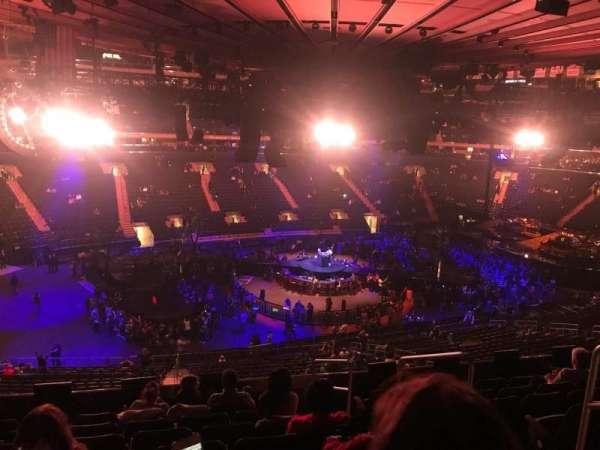 Madison Square Garden, sección: 209, fila: 8, asiento: 13