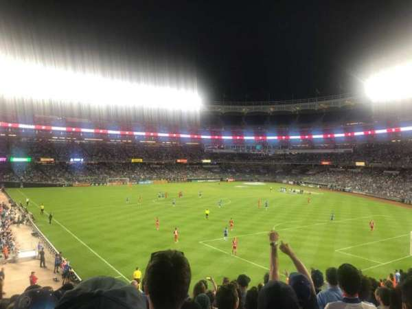 Yankee Stadium, sección: 239, fila: 10, asiento: 17