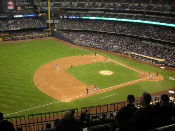 Miller Park, sección: 432, fila: 17, asiento: 1
