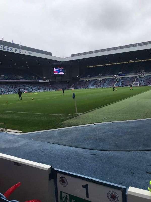 Ibrox Stadium, sección: Bf1, fila: D, asiento: 2