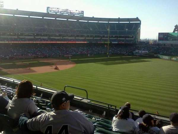 Angel Stadium, sección: C346, fila: f, asiento: 11