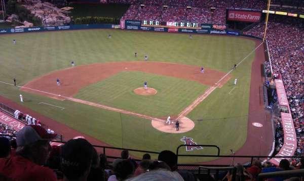 Angel Stadium, sección: V415, fila: J, asiento: 17