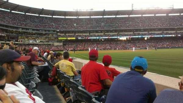 Angel Stadium, sección: F131, fila: B, asiento: 13