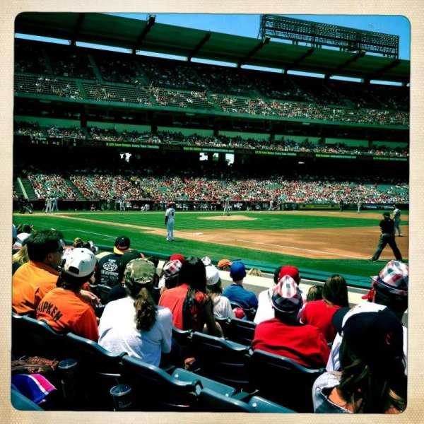 Angel Stadium, sección: F127, fila: F, asiento: 16
