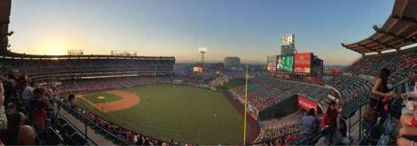 Angel Stadium, sección: V533, fila: C, asiento: 20