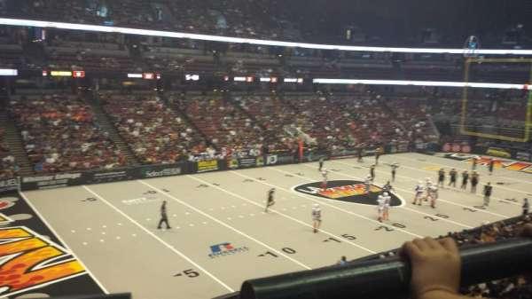 Honda Center, sección: 323, fila: A, asiento: 4