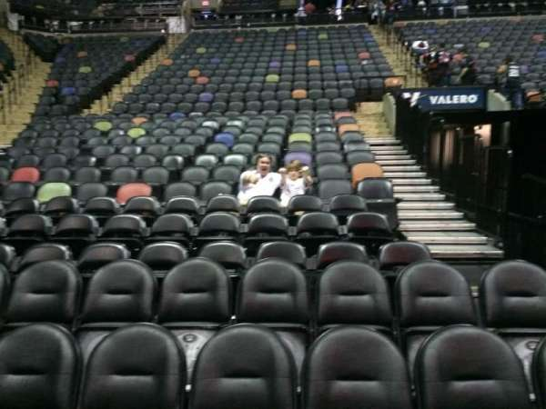 AT&T Center, sección: 128, fila: 6, asiento: 8 and 9