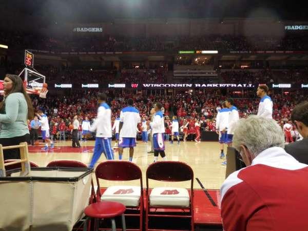 Kohl Center, sección: 123, fila: bb, asiento: 1-2
