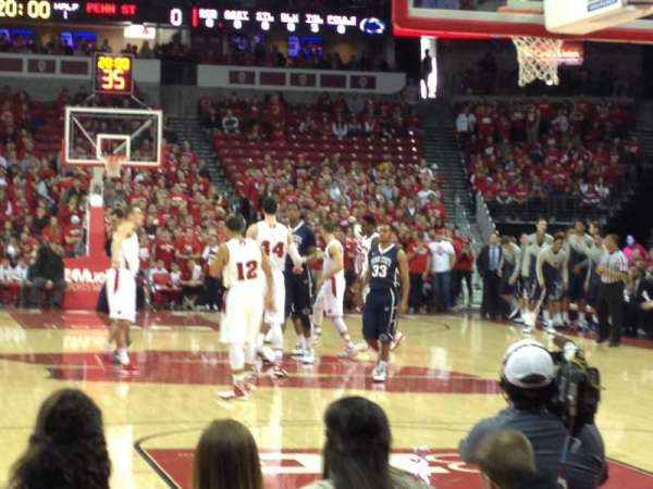 Kohl Center, sección: 101, fila: EE, asiento: 15-16
