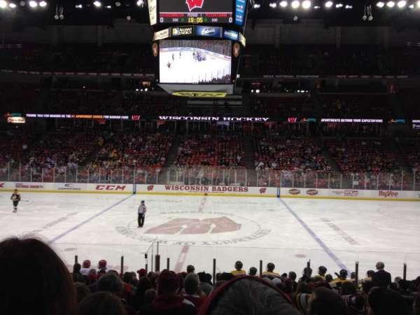 Kohl Center, sección: 122, fila: Q, asiento: 4-8
