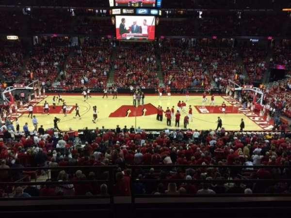 Kohl Center, sección: 222, fila: B, asiento: 9
