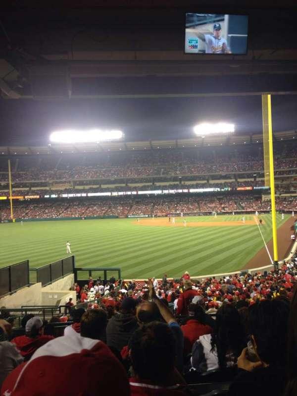 Angel Stadium, sección: T201, fila: G, asiento: 4