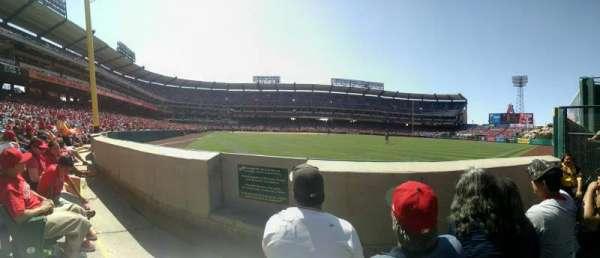 Angel Stadium, sección: F135, fila: BB, asiento: 2