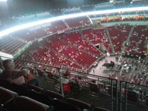 KFC Yum! Center, sección: 308, fila: J, asiento: 11