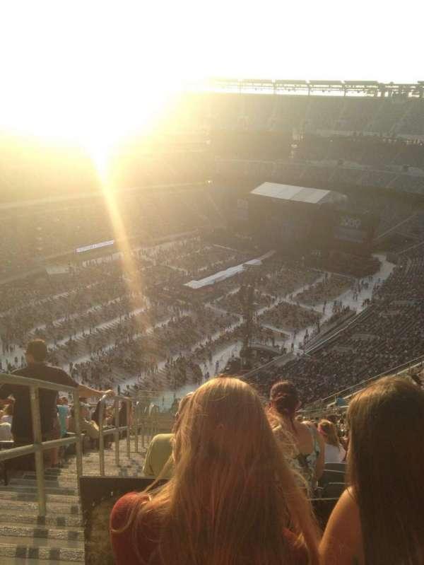 MetLife Stadium, sección: 320, fila: 24, asiento: 39