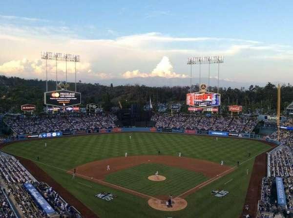 Dodger Stadium, sección: 3RS, fila: O, asiento: 8