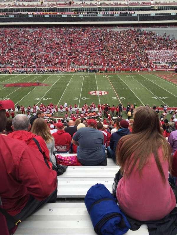 Razorback Stadium, sección: 103, fila: 32, asiento: 15